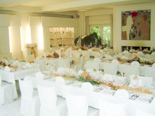 Private Feiern mit festlich geschmückten Tischen von der PartyCompany